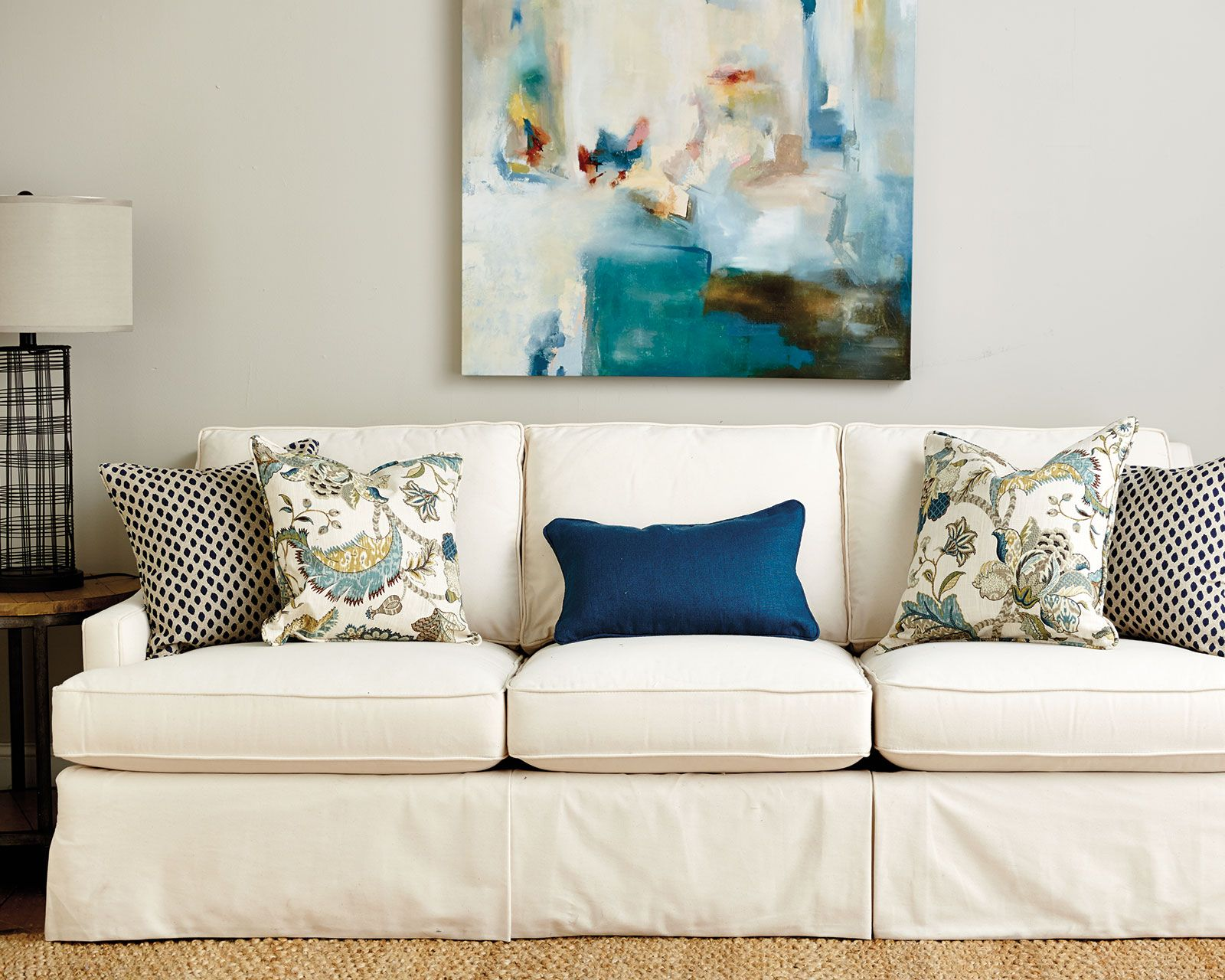Guide to Choosing Throw Pillows | living room | Sofa throw ...