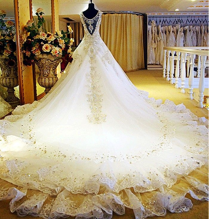 Wedding Dresses with Long Trains | ♥ The Most Beautiful Wedding ...
