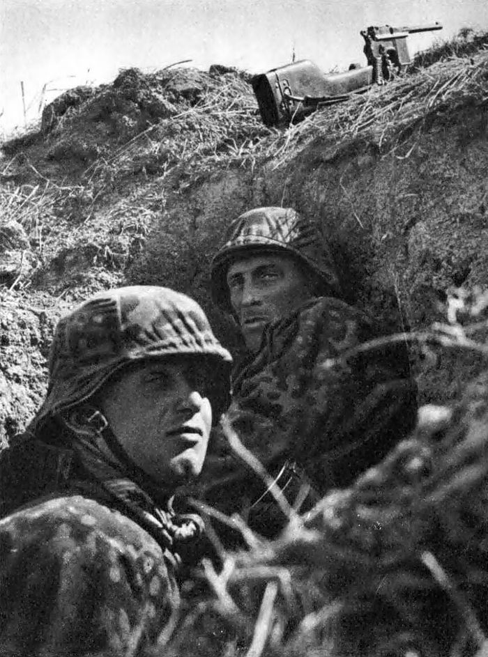 Soldiers of the 16th SS Panzergrenadier Division Reichsführer-SS