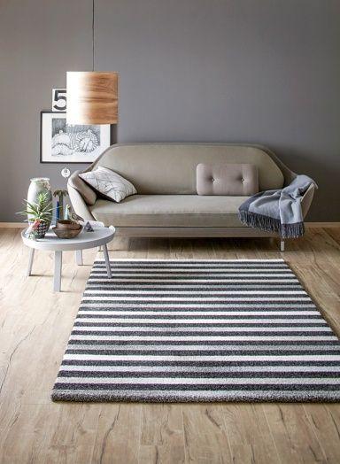 In Diesem Raum Kommt Die Trendfarbe Manhattan Von Schoner Wohnen Zum Einsatz Ihr Dunkles Grau Wirkt Warm Und Elegant Der Teppich Mit Schoner Wohnen Farbe Wohnen Und Schoner Wohnen