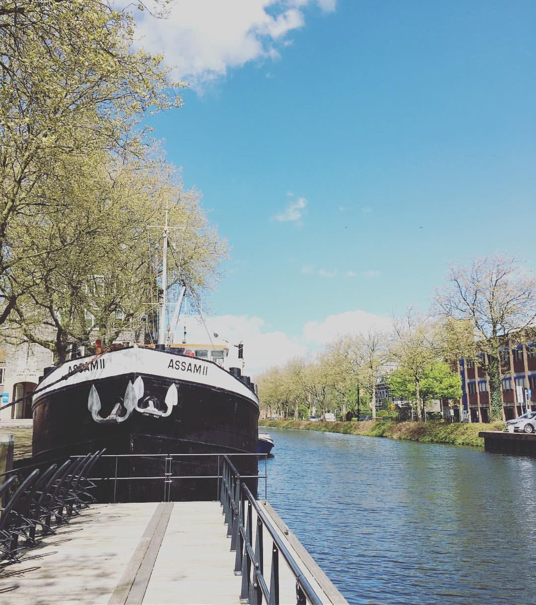 Westhavenplaats in Vlaardingen • vanaf de brug geniet je van een geweldig uitzicht over de haven