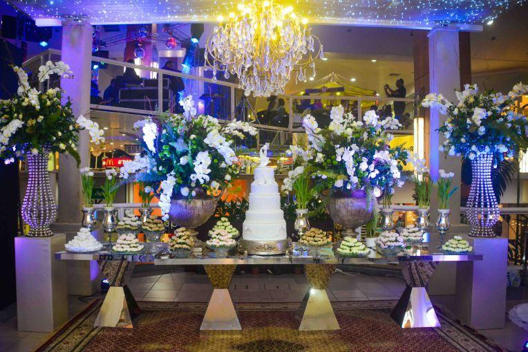 Tendências de decorações em casamento - Dourados + Flores Permanentes - Formosinha Decorações. Flores artificiais estão com tudo!