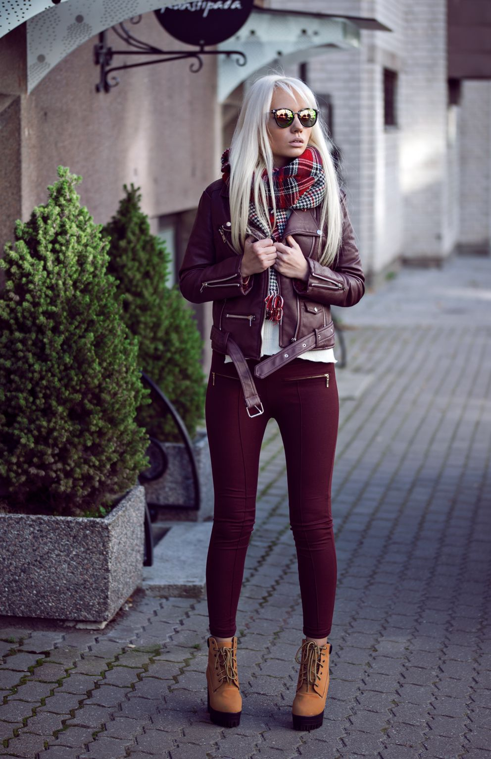 c76bcb85304 BURGUNDY AUTUMN Fashion secrets with Oksana waysify Leather Jacket Outfits