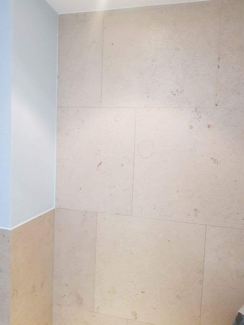 natursteinplatten auf gehrung verlegt.   badezimmer-design   kreativ
