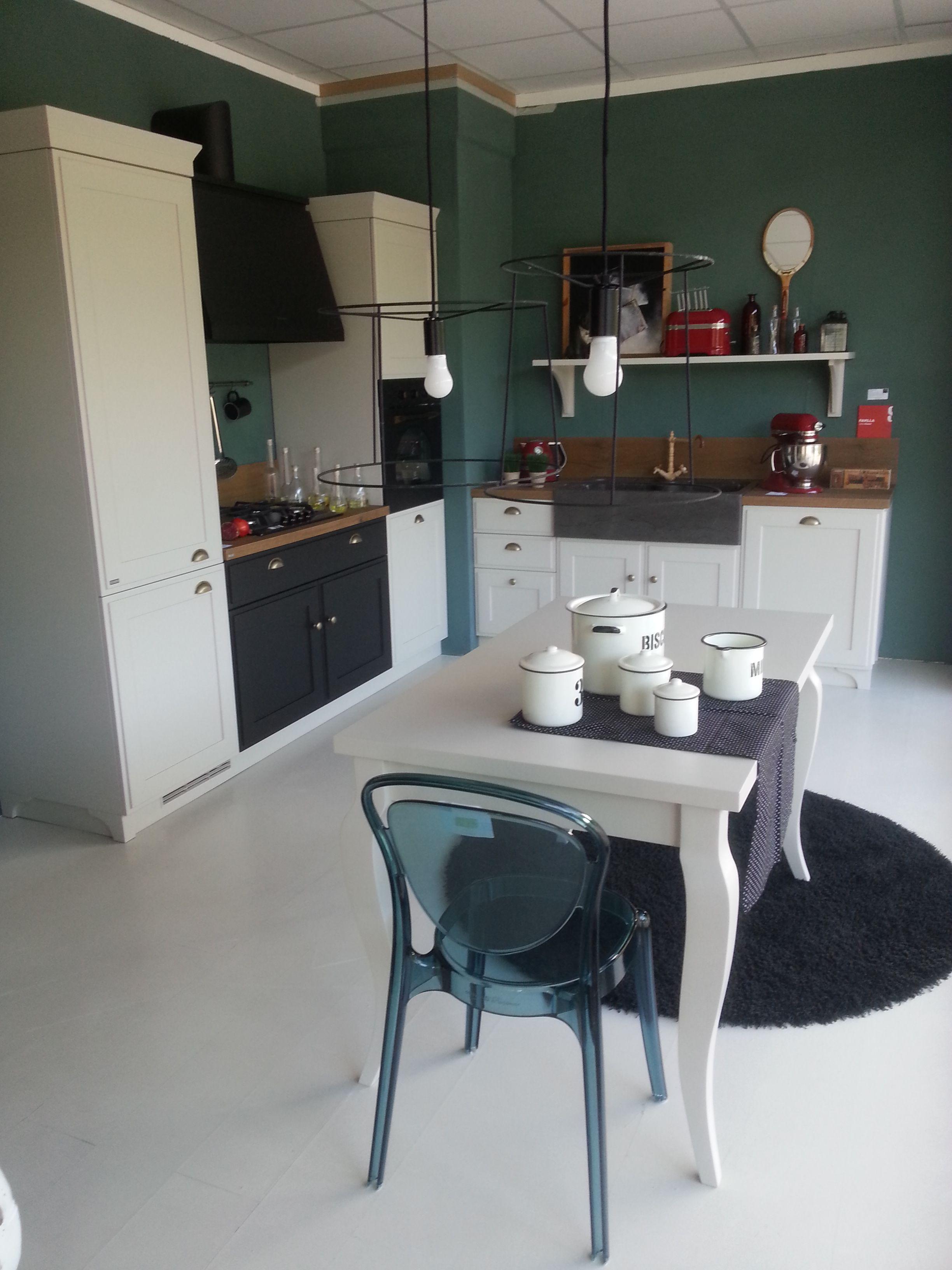 Cucina Favilla by Scavolini Cucina con ante a telaio laccate opaco con piano in laminato old
