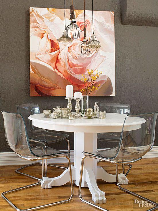 This tiny studio is a stroke of genius mesa ovalada for Studio design sillas