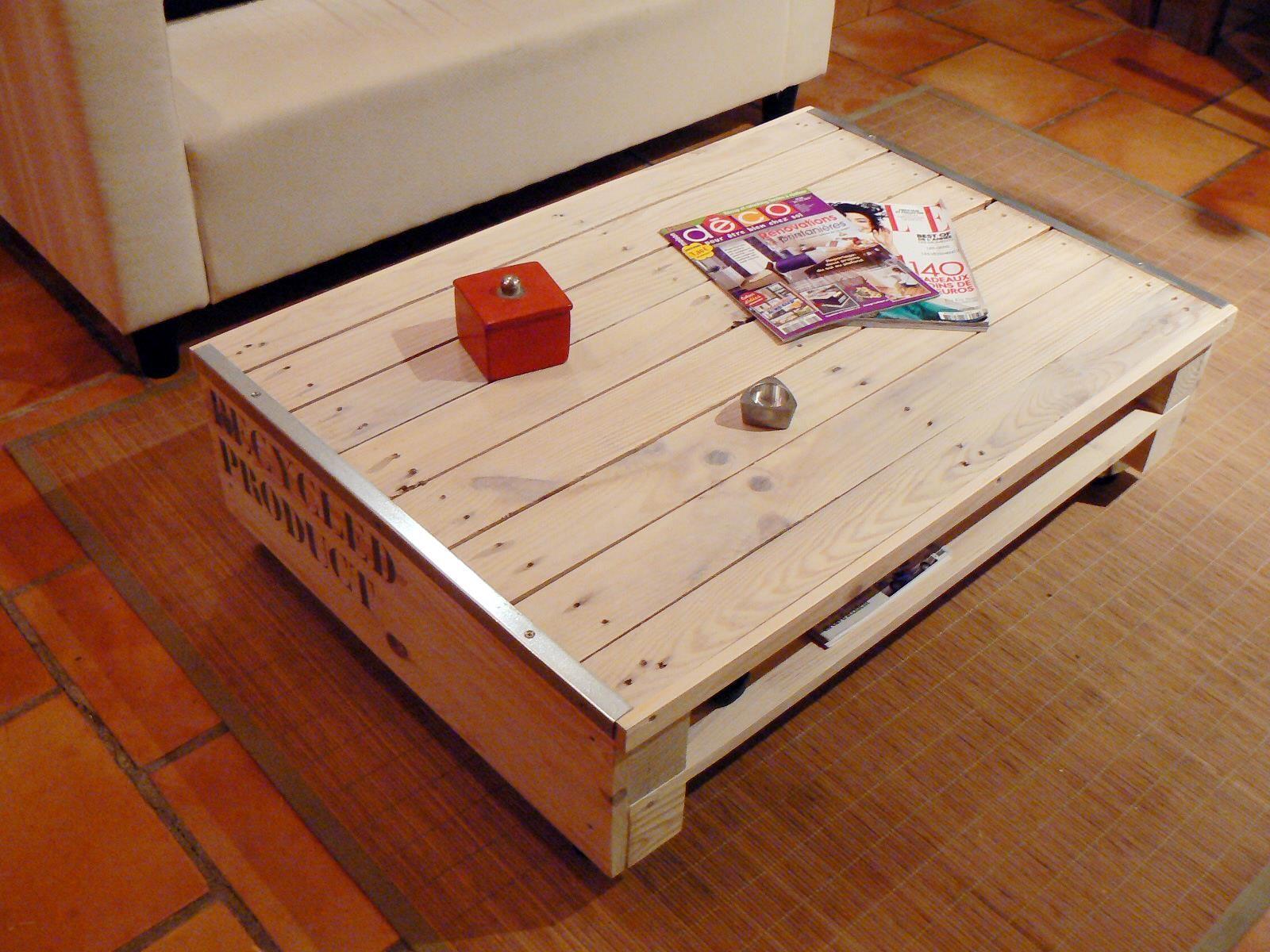 table basse esprit r cup indus fabriqu e partir d 39 une palette table basse pinterest. Black Bedroom Furniture Sets. Home Design Ideas