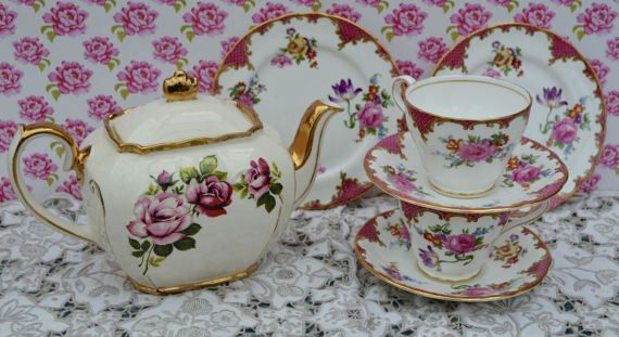 Datation Aynsley Bone China