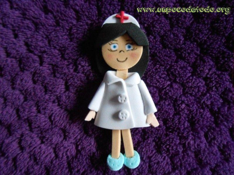 a376cd13021 www.unpocodetodo.org - Broches de enfermeras - Broches - Goma eva ...