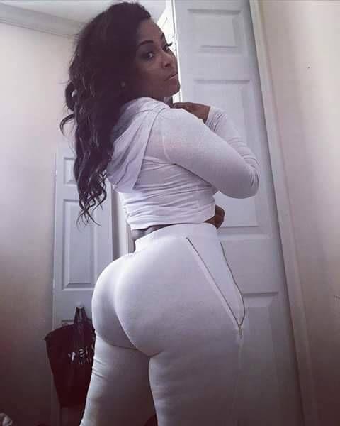 Nice booty ebony milf