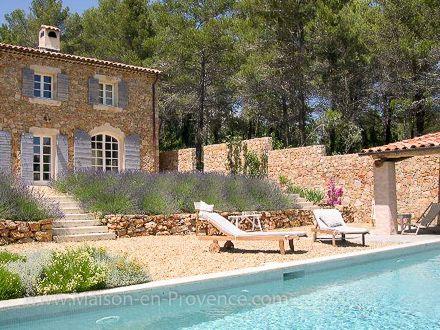 La piscine de la location de vacances Mas en pierre à Draguignan