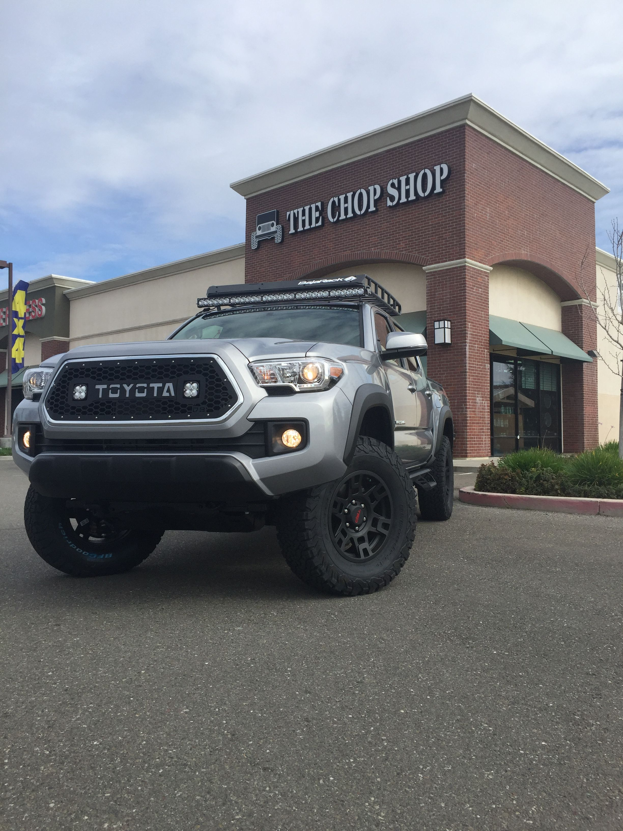 2016 With 2 Inch Leveling Kit Roof Rack 52 Led Light Bar Grill With Dual Cube Led S All Controlled By Switch Pros Blu Led Light Bars Roof Rack Bar Lighting