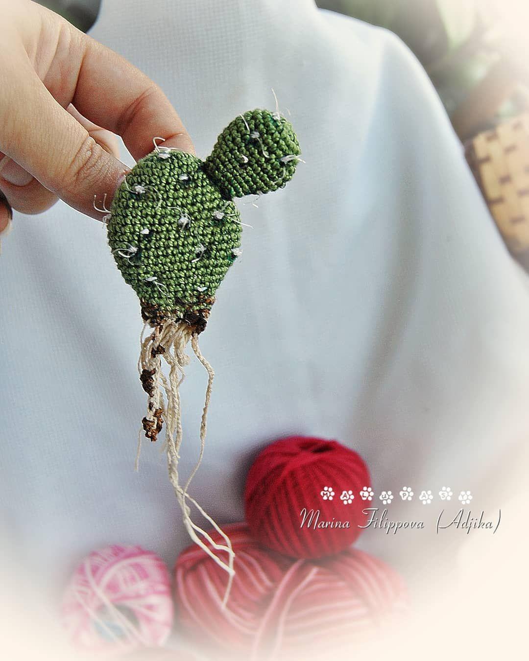 вязаная брошь кактус Crochet Brooch Cactusброшь амигуруми