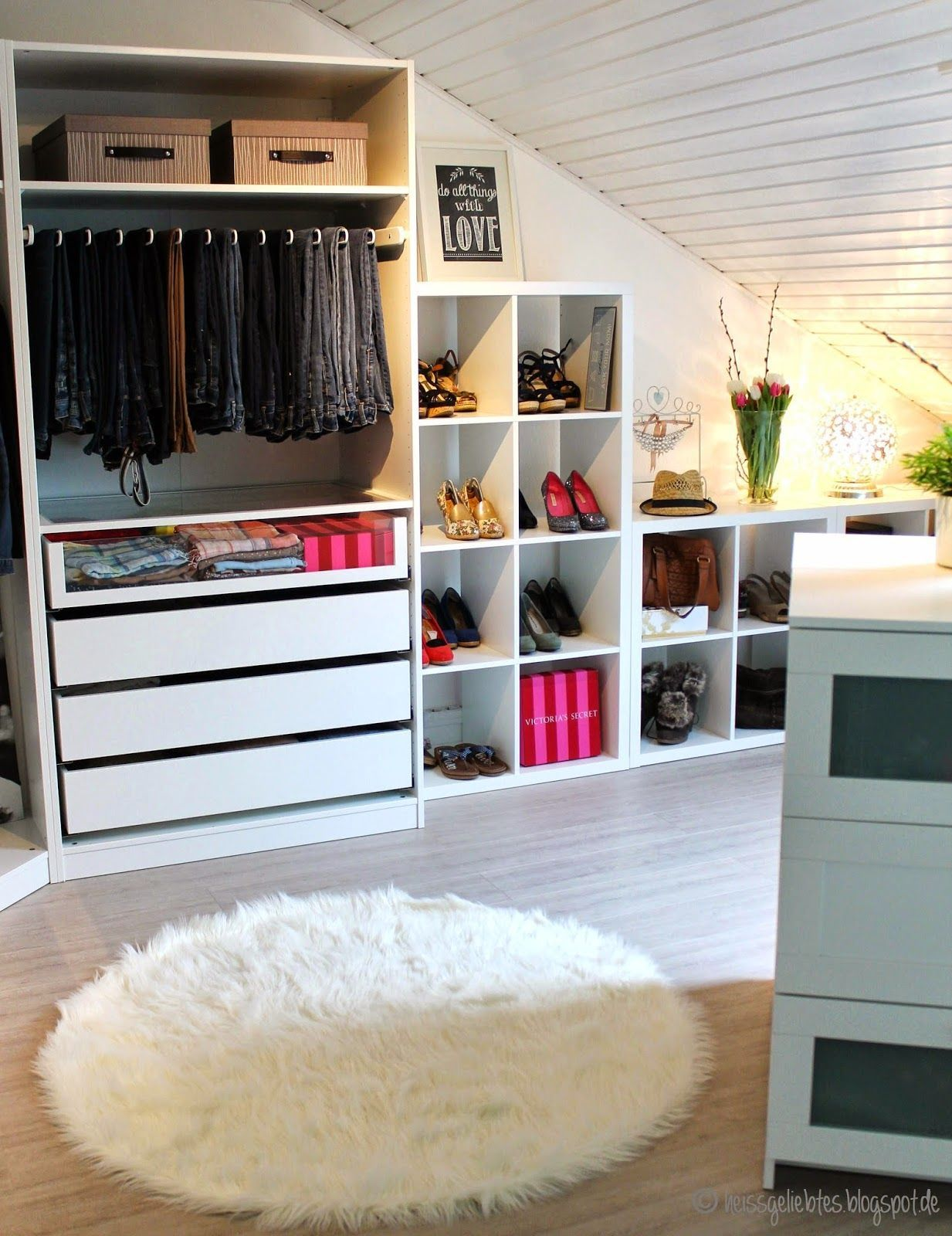 ein m dchentraum das ankleidezimmer walk in closet pax ikea komplement room living wohnen top. Black Bedroom Furniture Sets. Home Design Ideas
