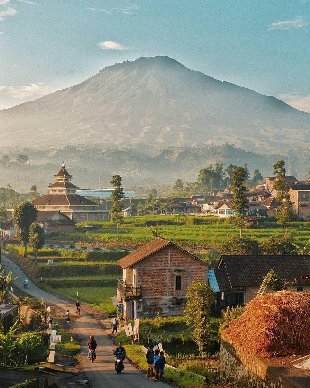 Pesona Pedesaan Sekitar Bansari Yang Berbatasan Dengan Parakan Terlihat Syahdu Dan Menenagkan Pikiran Sobat Bisa Berkunju Di 2020 Fotografi Alam Pemandangan Pedesaan
