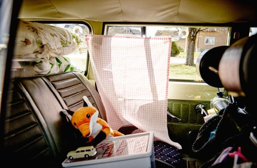 Going on a family road trip? This is a handy way to keep the sun from getting too strong. We've just attached two suction caps to a tea towel for an easy sunblind.