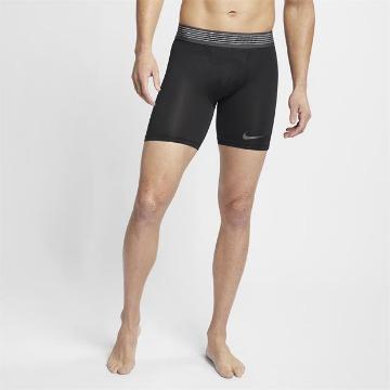 IHRE ERSTE SCHICHT DER VERTEIDIGUNG GEGEN SCHWEISS. Die Nike Pro Shorts bieten eine bequeme Unterlag...