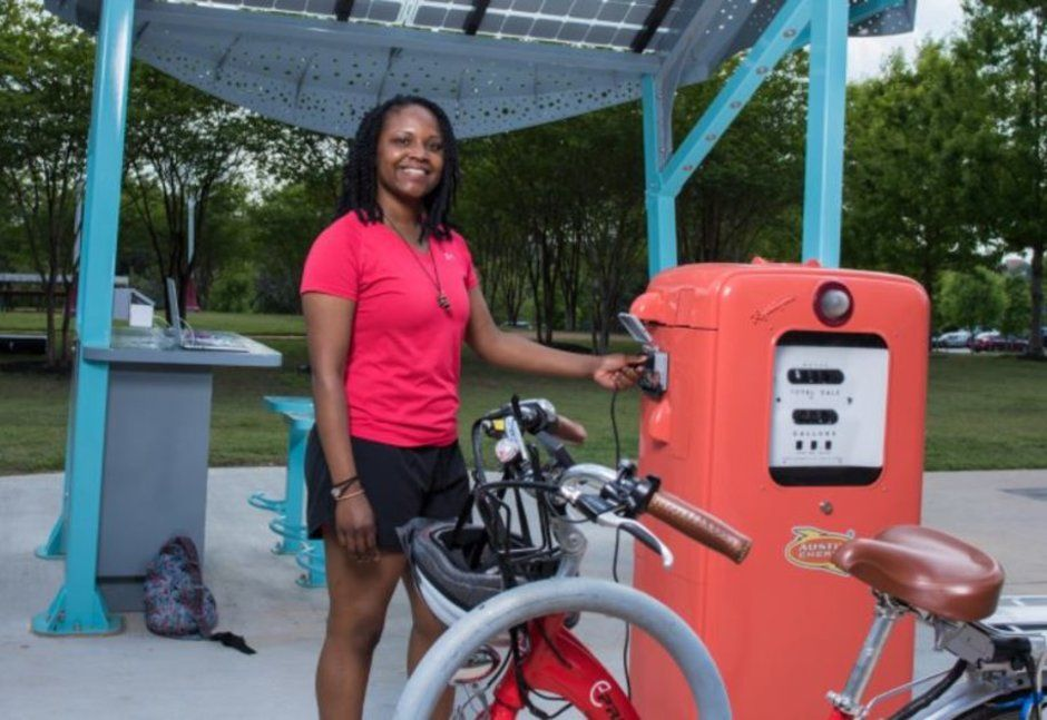 Austin S Solar Powered Kiosk Charges Phones E Bikes And Cars