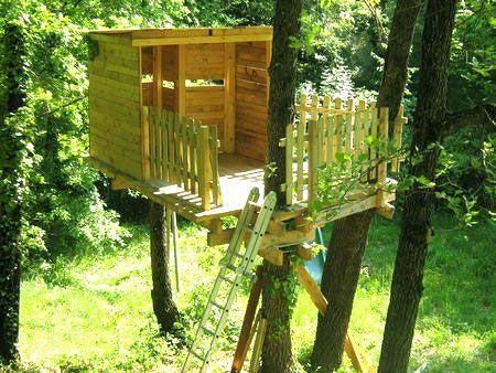 le mat riel pour construire une cabane dans les arbres pinteres. Black Bedroom Furniture Sets. Home Design Ideas