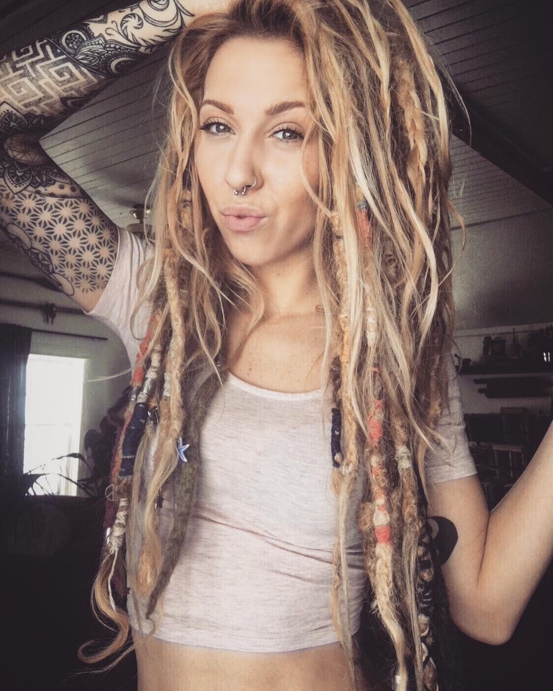 Viele Hippie Frisurideen Fur Manner Und Frauen Hippie Frisuren Fur In 2020 Dreadlock Frisuren Frisur Ideen Dreadlocks Madchen