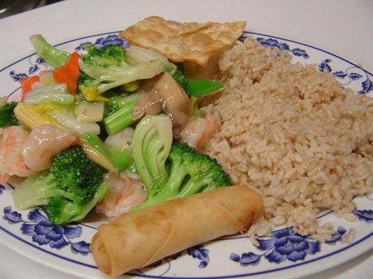 Shrimp With Vegetables Combo Dinner Served With One Egg Roll One Fried Shrimp And Steamed Or Fried Rice From Green Tea House Chinese In Food Dinner Recipes