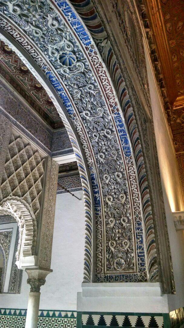 Alcázar de Sevilla, detalle yeserías arcos
