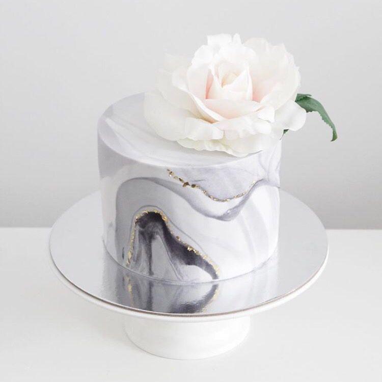 Minimal Icing Cakes
