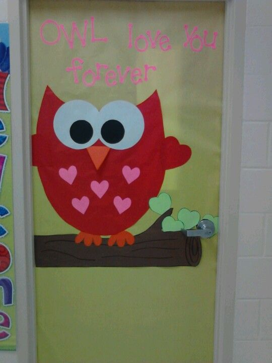 Classroom Valentine Decor : Made this valentines day door for my daughters classroom