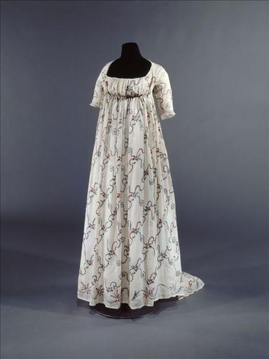 Dress, 1795-98 Europe, Musée de la Mode de la Ville de Paris