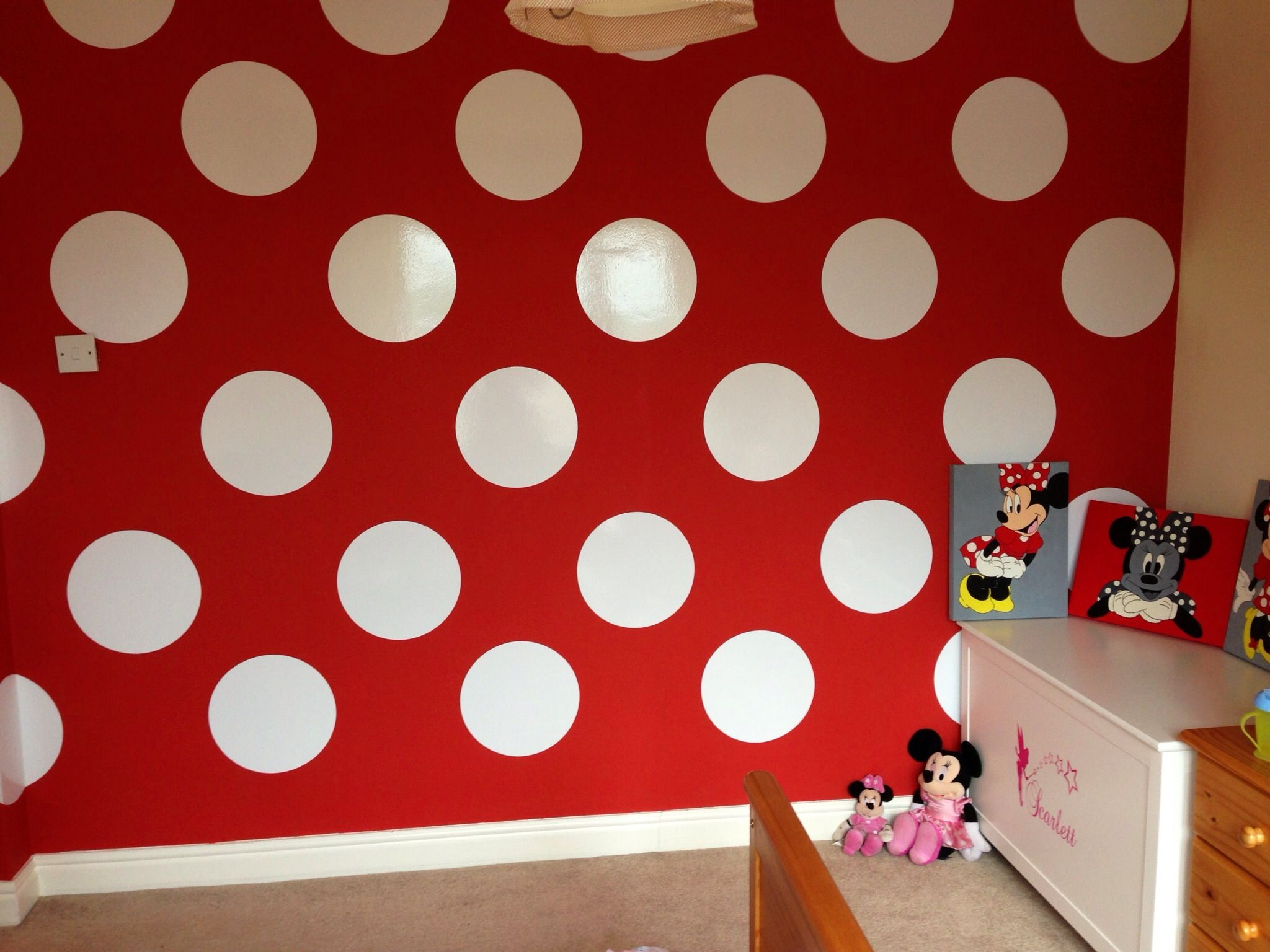 Cameretta Minnie ~ Do this light pink on the side walls and leave main wall white with