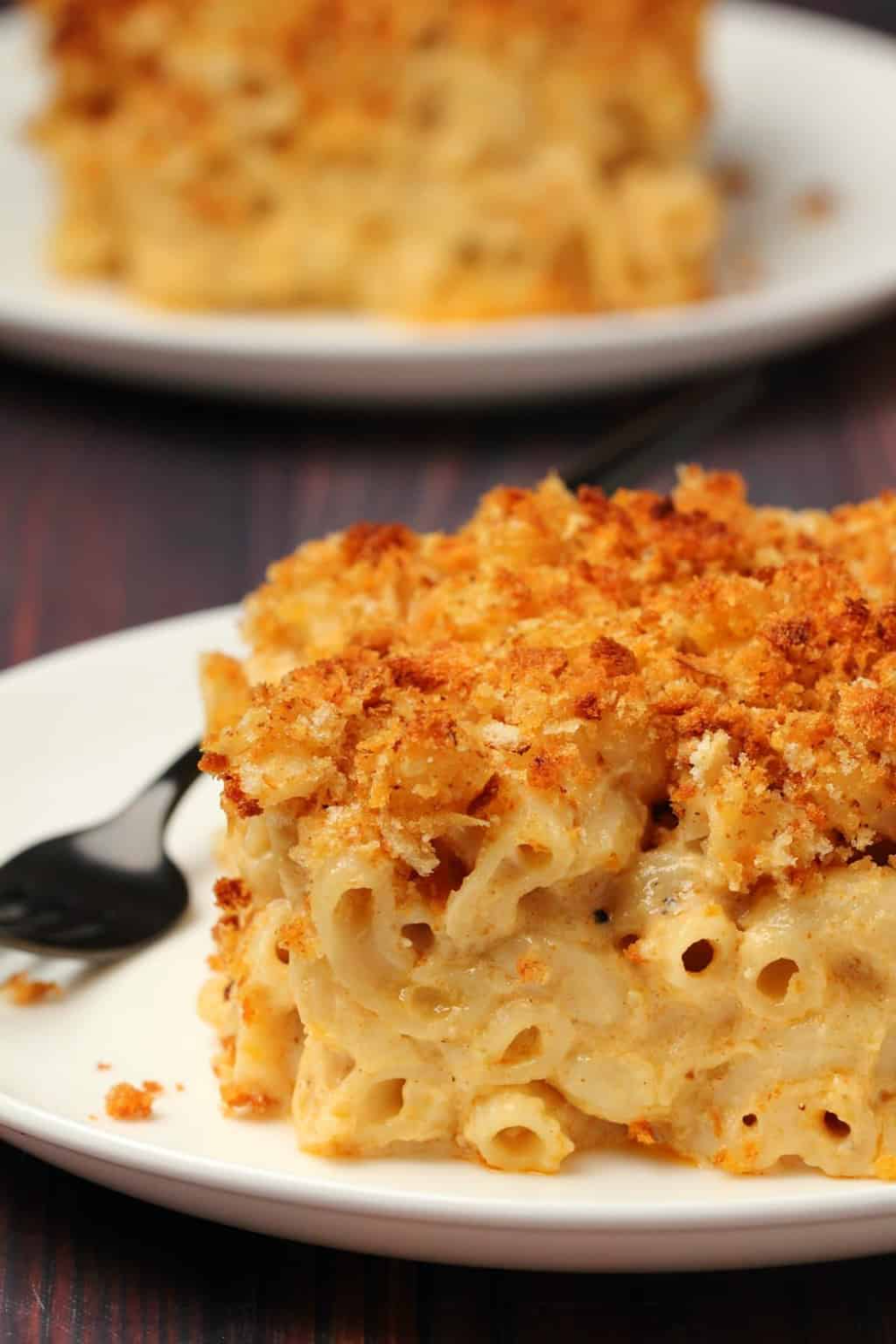 This Classic Vegan Mac And Cheese Is Ultra Cheesy Saucy And Creamy Topped With Breadcrumbs And Baked Until Golden B In 2020 Vegan Mac And Cheese Recipes Vegan Dishes