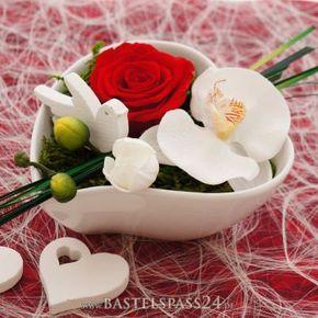 tischdeko hochzeit rot wei klassisch mit rosen pr pariert hochzeit pinterest tischdeko. Black Bedroom Furniture Sets. Home Design Ideas