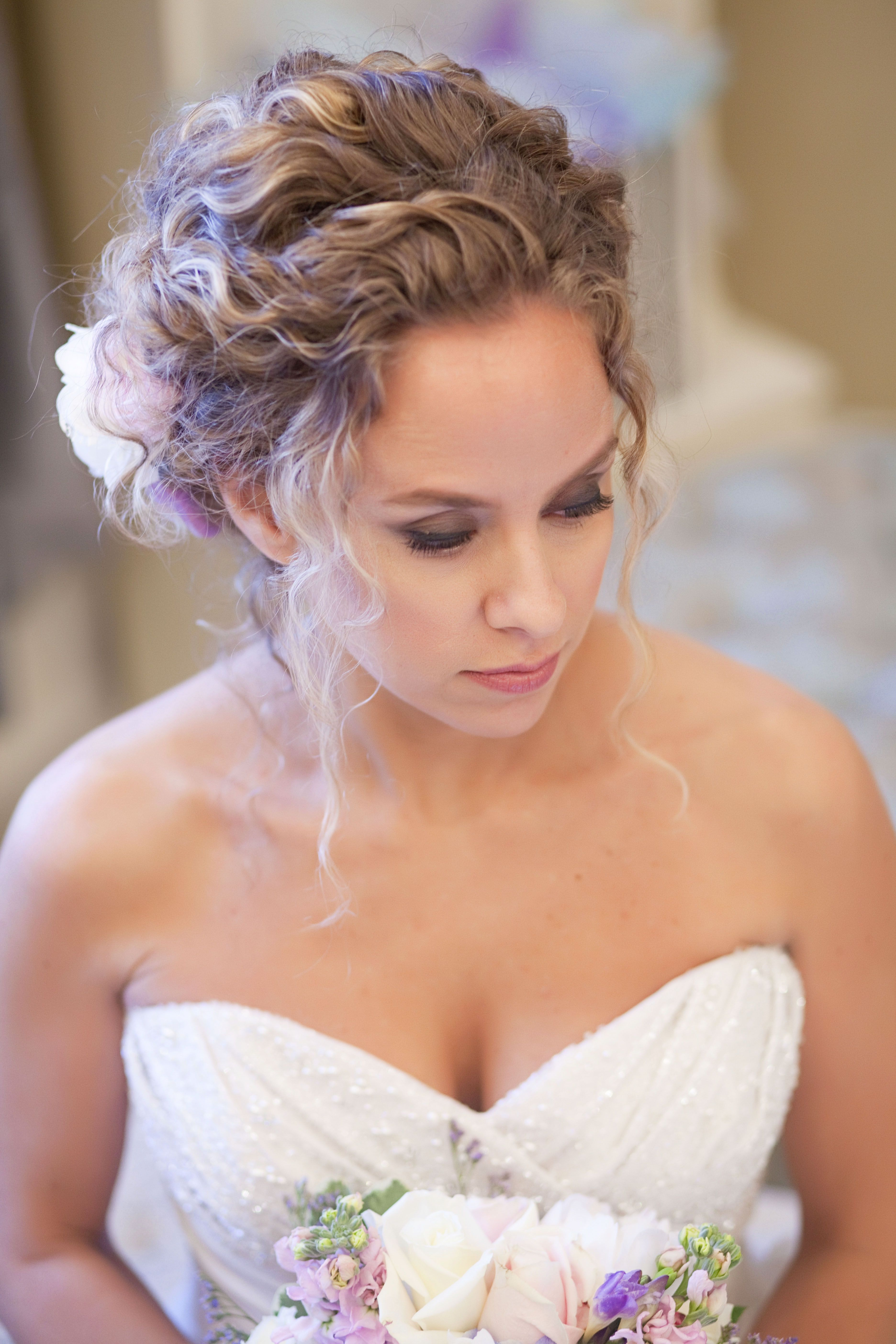 soft and sweet curly wedding