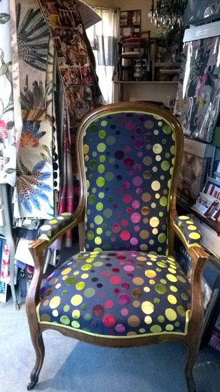 Realisations Tapissier Decorateur Limoges Love The Mix Of Traditional Contemporary Relooking De Chaise Revetement De Chaise Relooking Meuble Ancien