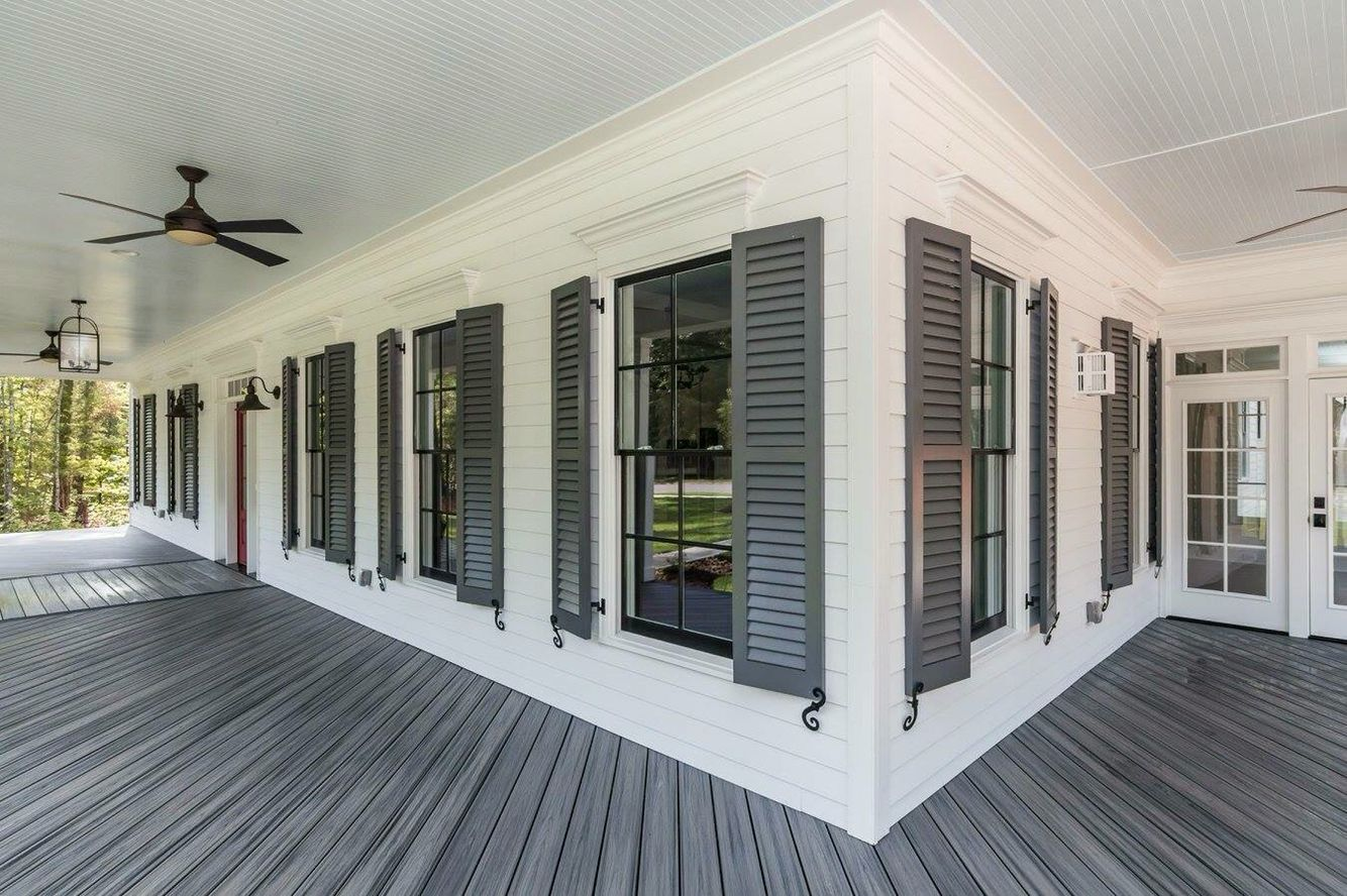 Siding Snowbound From Sherwin Williams Shutters Peppercorn From Sherwin Williams Trex Decking