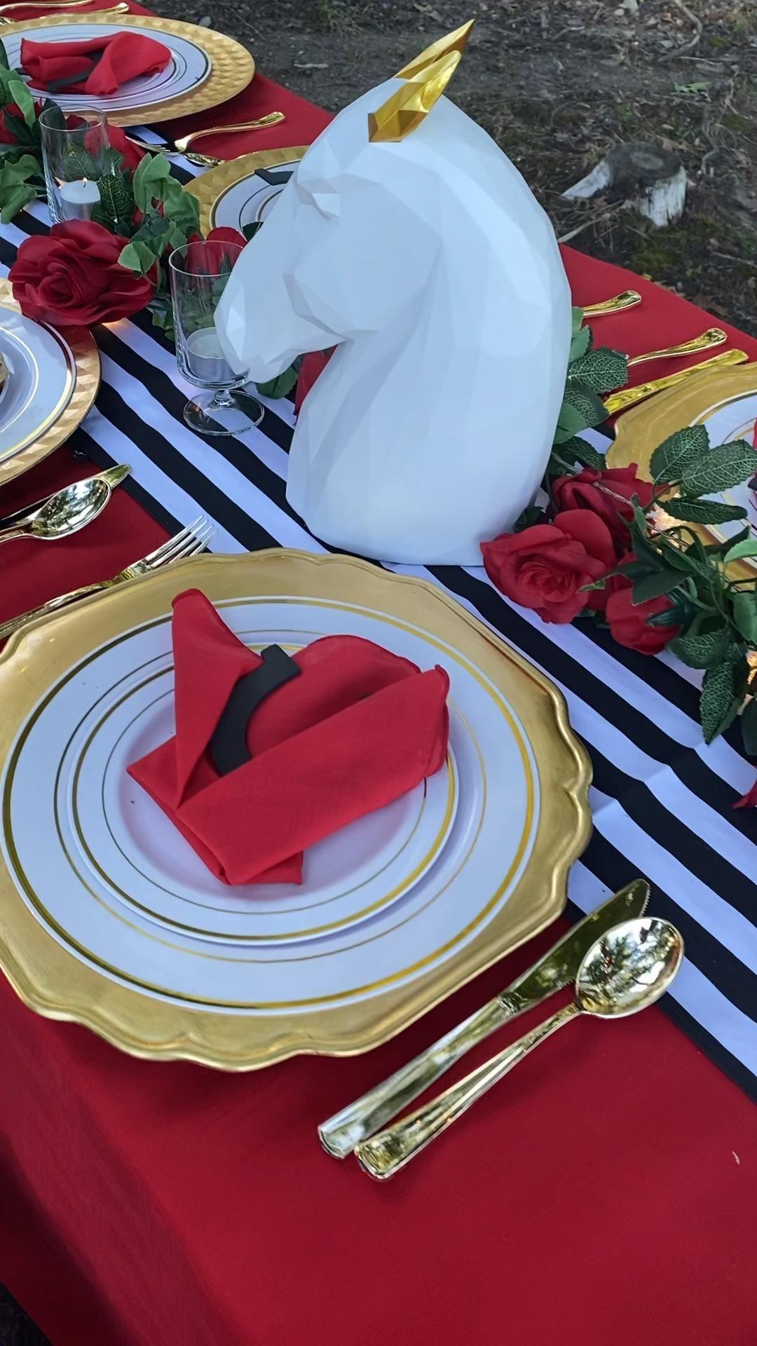 Celebrating an elegant Kentucky Derby table setting! #kyderby #horses #table #tablescape #tabledecor #tabledecorations