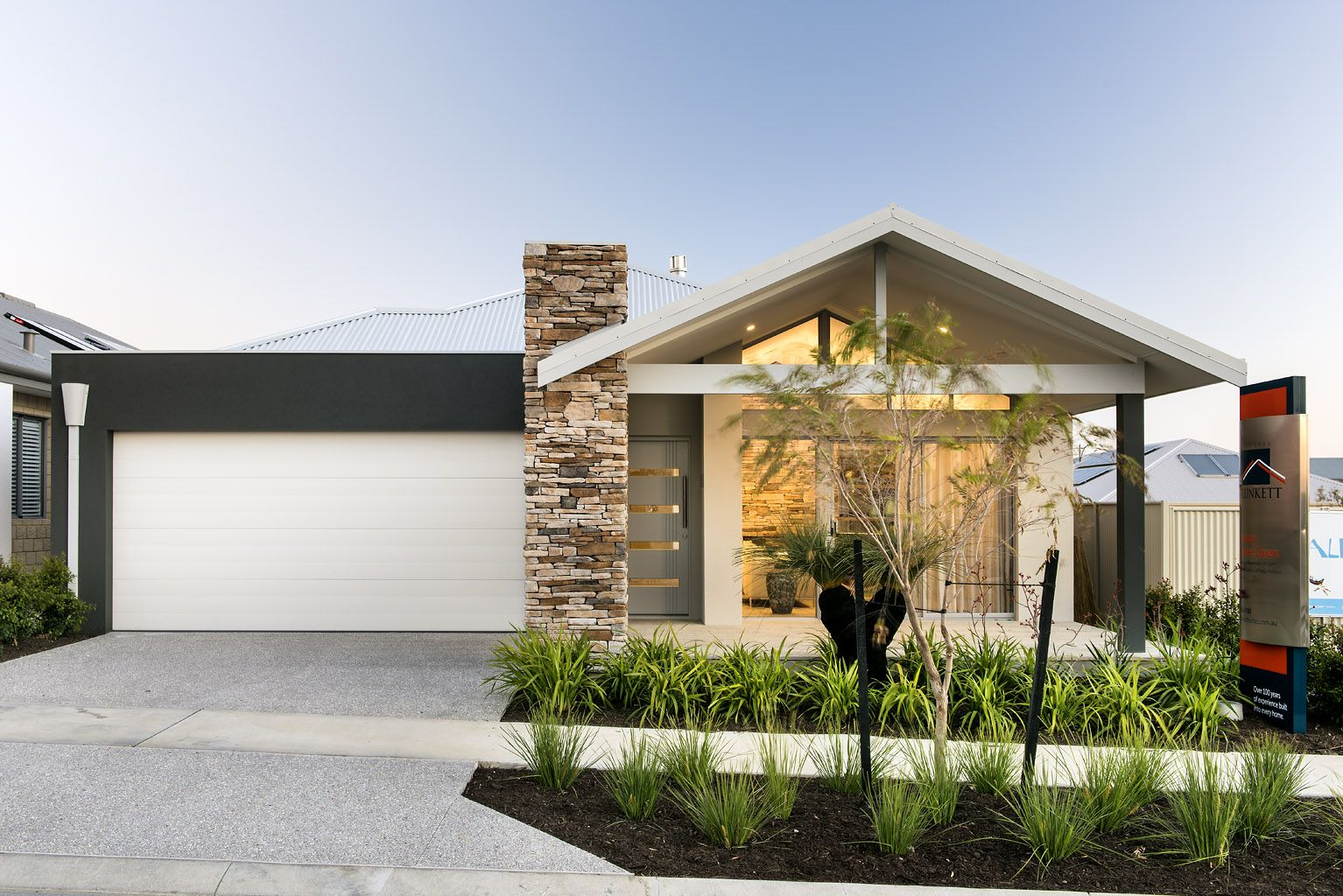 The cottesloe beach display homes perth plunkett homes for Building designers perth