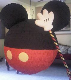 Piñata de globos con diseño de Mickey Mouse @bpdisenos y facebook bpdisenos.