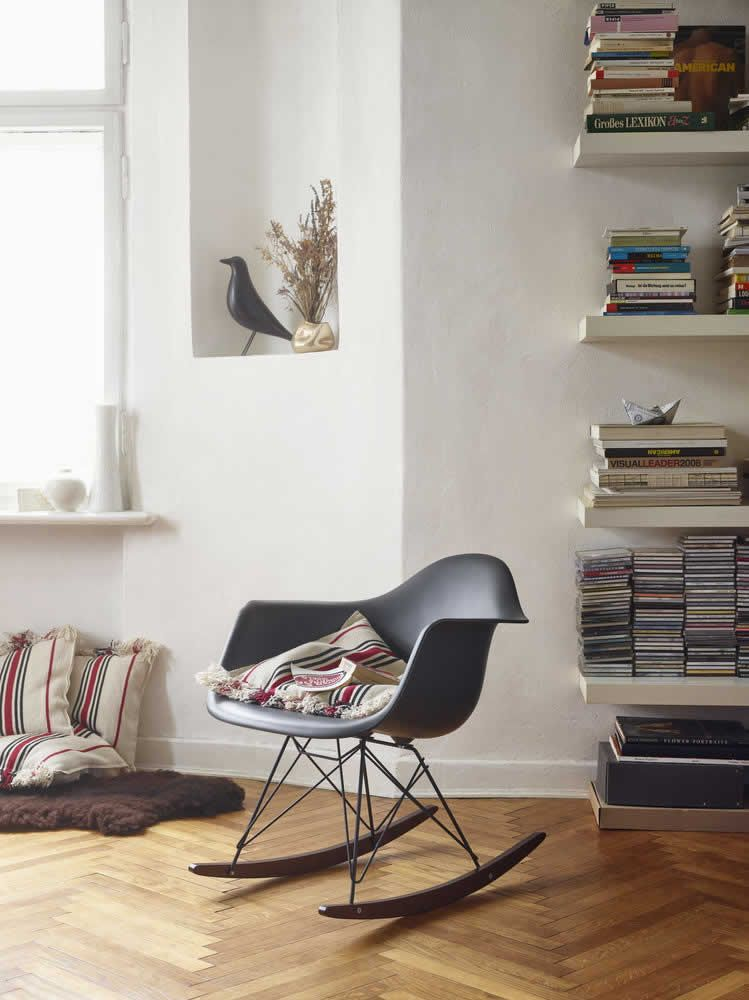 Charmant #Vitra Eames Rocking Armchair RAR Black Collection | Der Schwarze  Schaukelstuhl RAR Aus Der Vitra Black Collection Ergänzt Die Eames Plastic  Chair ...