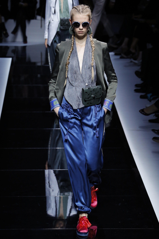 Emporio Armani Spring 2017 Ready-to-Wear Fashion Show - Lieke van der Hoorn