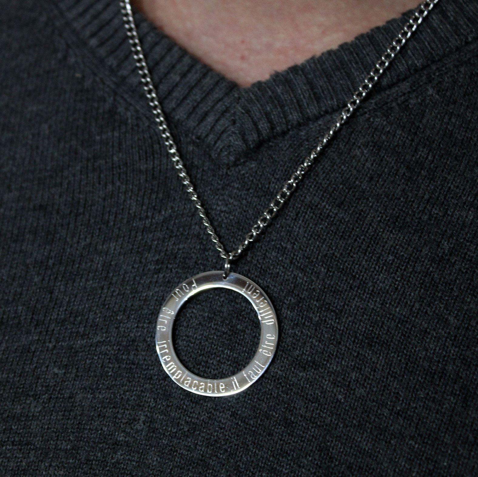 collier long avec pendentif homme
