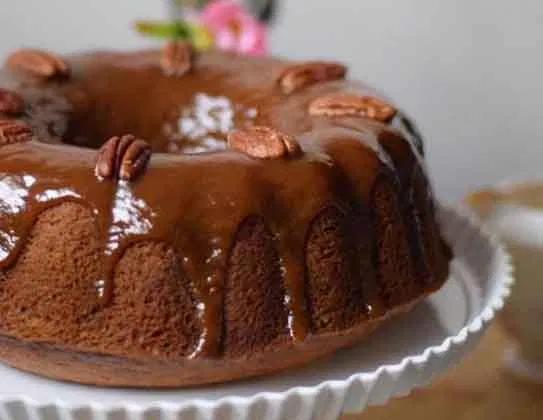 طريقة عمل كيكة التمر الهشة واللذيذة بالقشطة Desserts Food Pudding