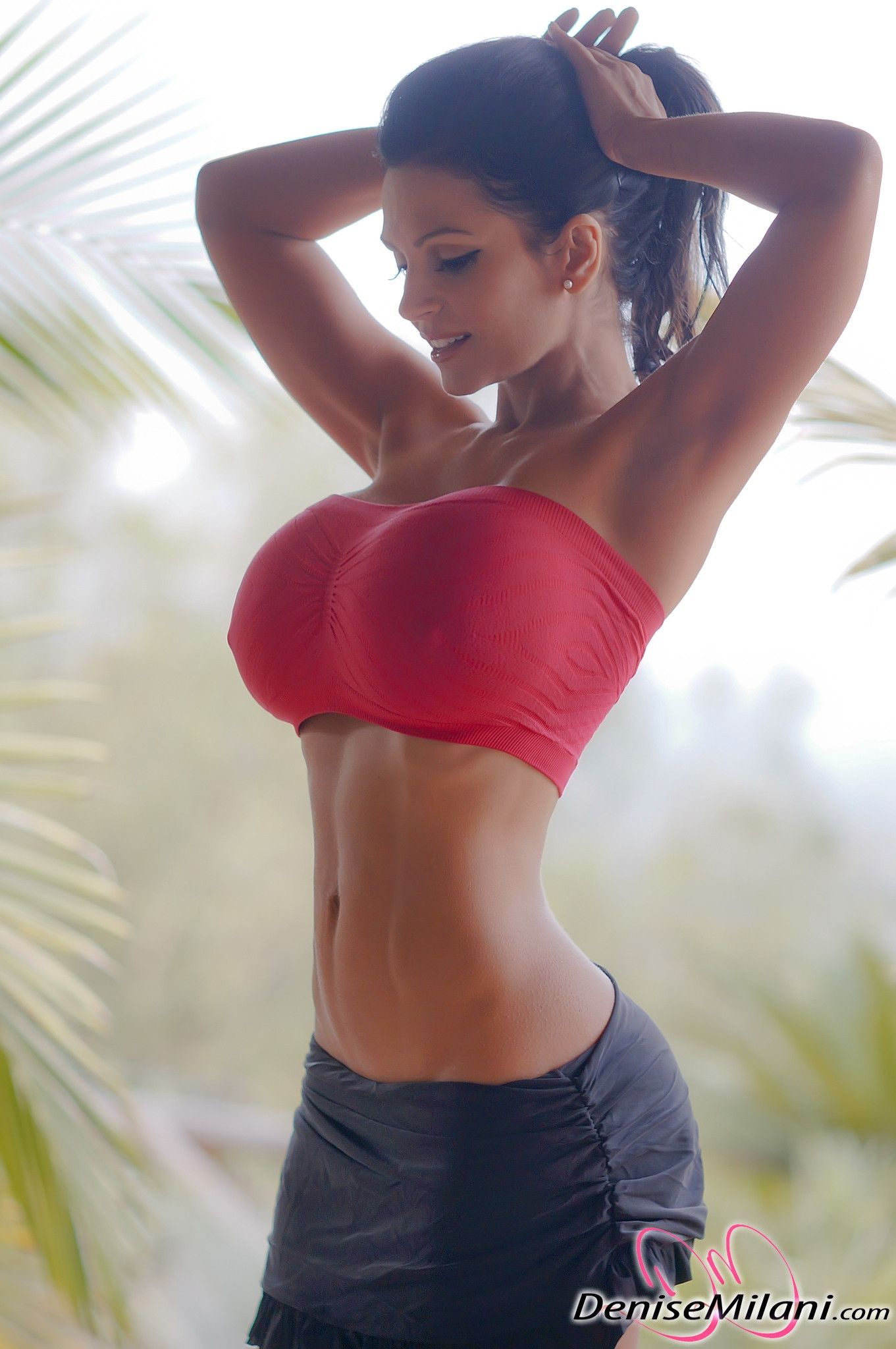 Personal trainer and tight boobs   Hot photos)