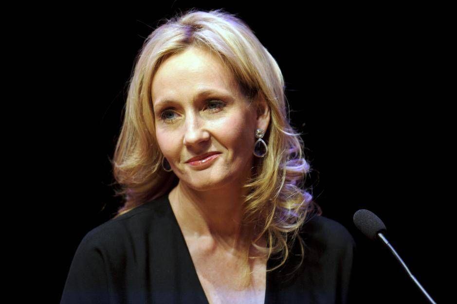 So Trauert J K Rowling Um Den Verstorbenen Harry Potter Schauspieler Schauspieler Filme Harry Potter
