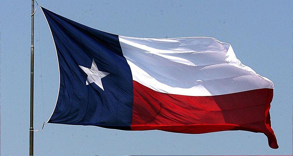 La Capital De Chile Es Santiago Mi Familia Y Yo Fuimos A Santiago Y Miramos La Bandera Mi Padre Le Pregu Chile Flag Texas State Flag Texas Independence Day