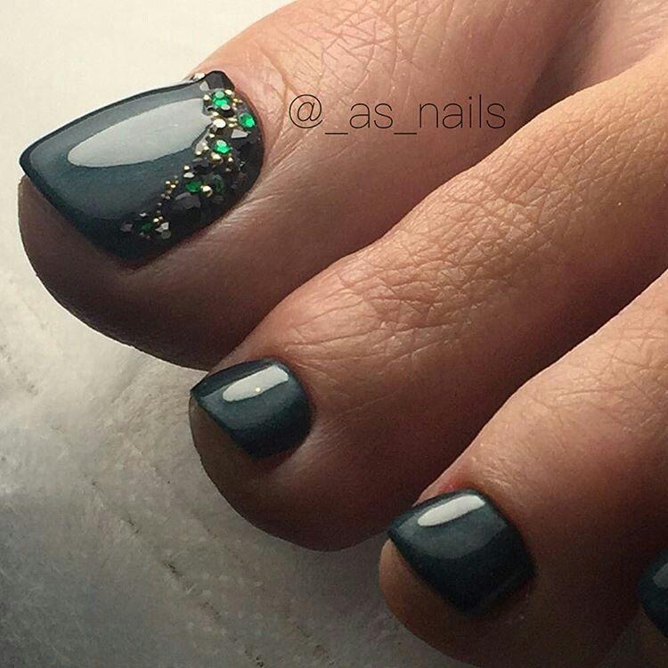 Pedicure Nail Art: Gray - Rhinestone TOE NailART