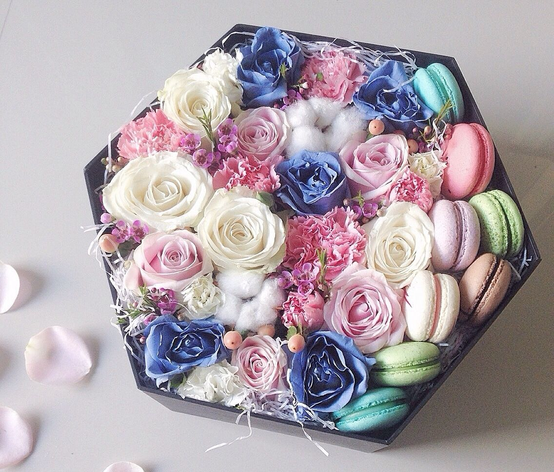 Colorful flowers in a box with tasteful macaroons for your bridesmaids thank