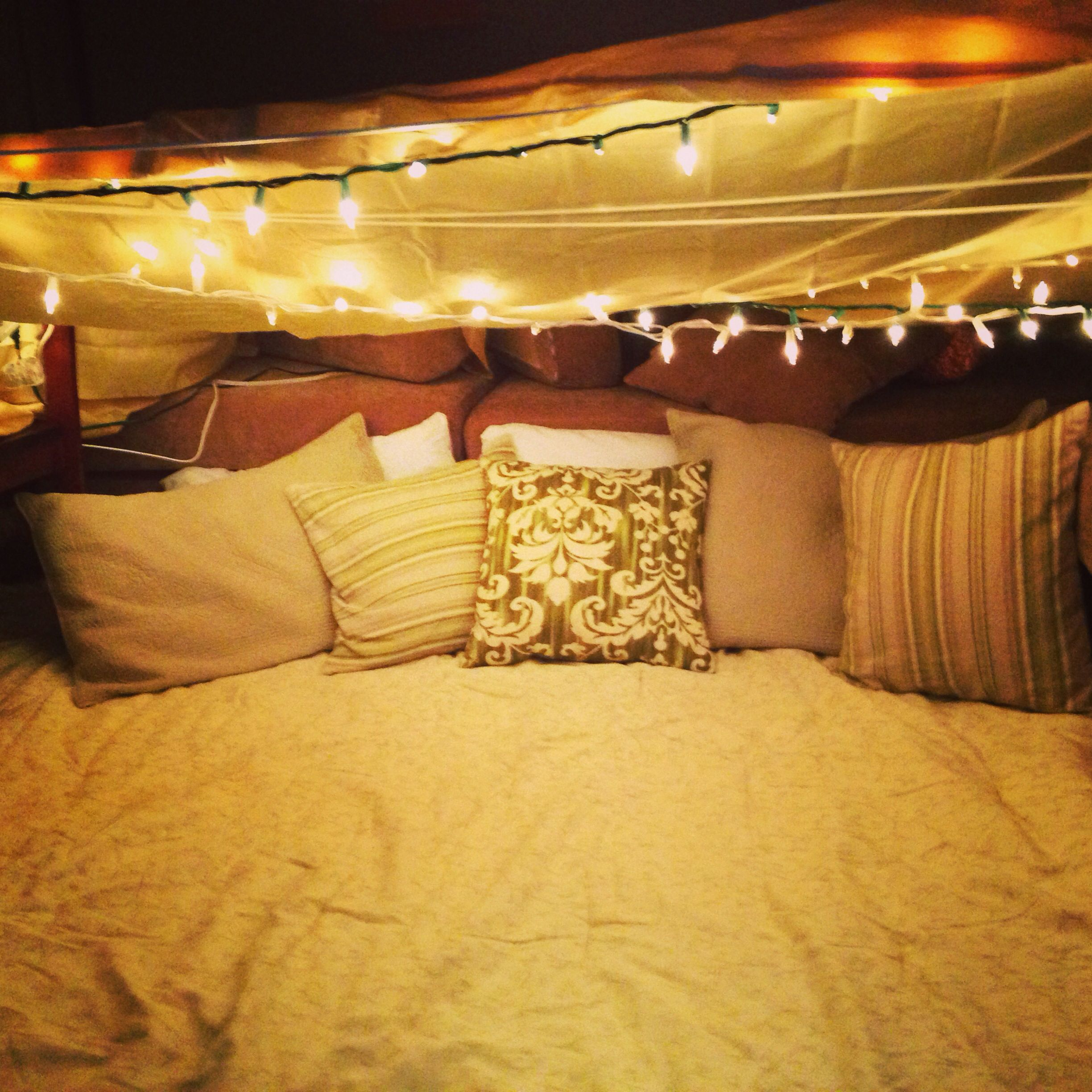 Romantic blanket fort in at least 10 years pinterest for Fort bedroom ideas