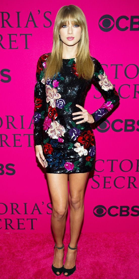 Taylor Swift Stuns In Sparkling Minidress Lorraine schwartz