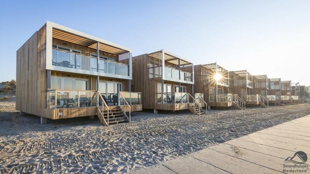 Schlafen am strand von hoek van holland strandh user for Modernes familienhotel